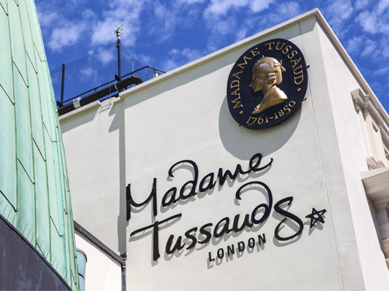 Live a day with the stars at Madame Tussauds & take photos with them!